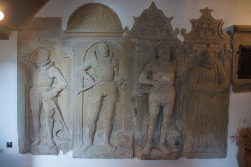 Geschichte der St Georgskirche Waltershausen - vier steinerne Gedächtnismale Epitaphien