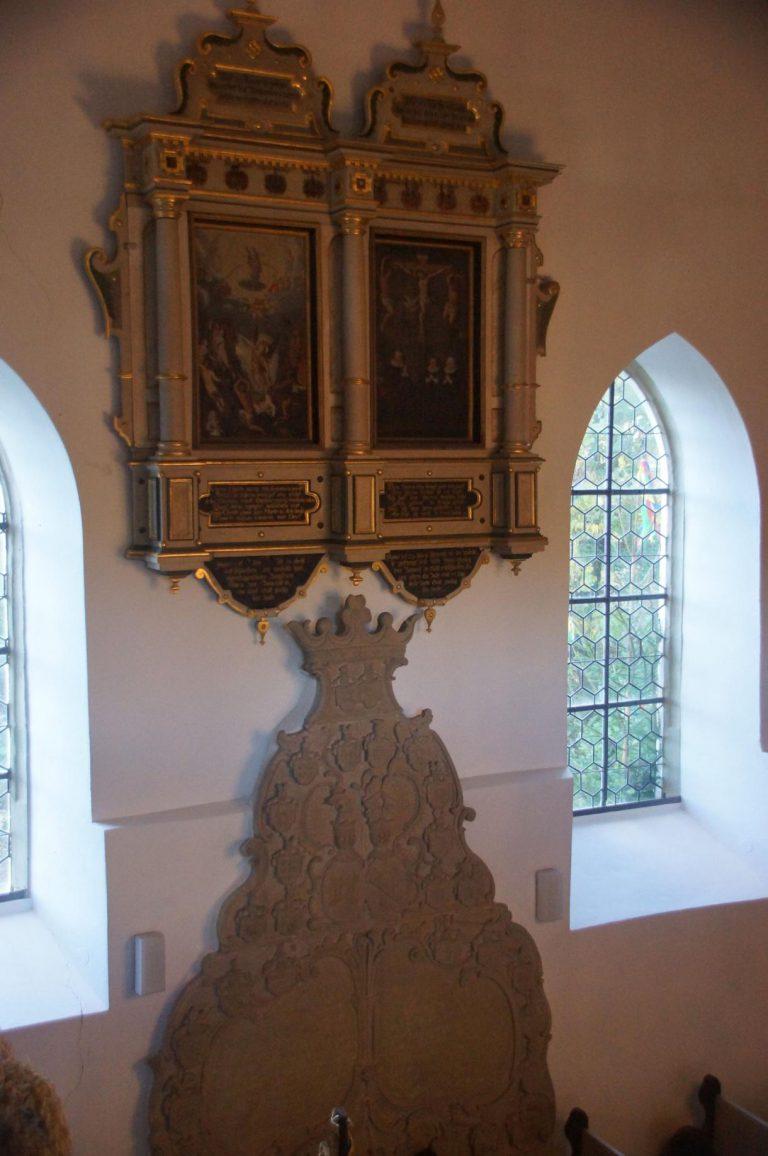 Kirche Waltershausen - Prunkvolles Doppelepitaph aus Holz über dem Doppelepitaph aus Stein