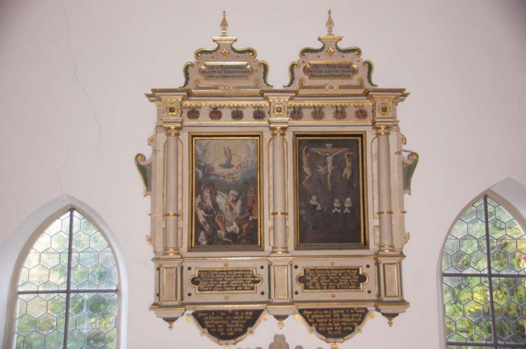 Kirche Waltershausen - Prunkvolles Doppelepitaph aus Holz im Kirchenraum zu Ehren der Familie Rumrodt