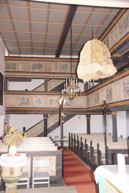 Geschichte der Sankt Georgskirche Waltershausen - Foto des Treppenaufgangs im Innenraum