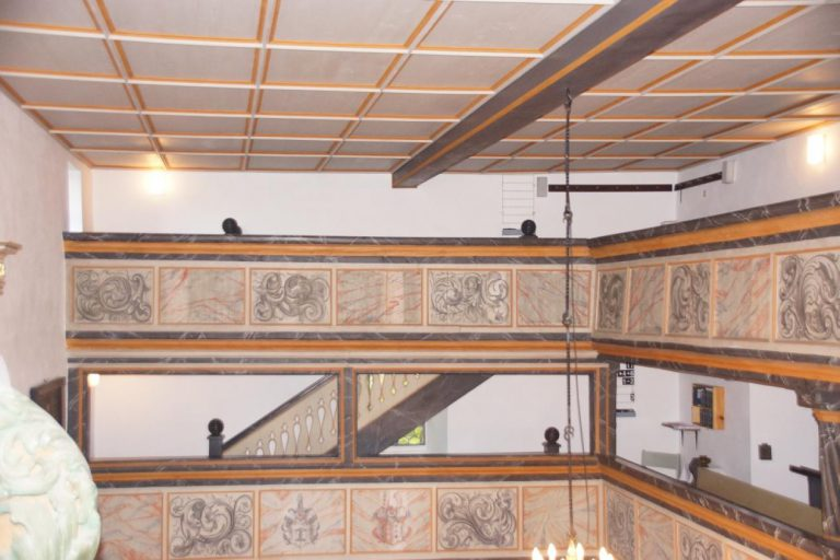 Geschichte der Sankt Georgskirche Waltershausen - Treppenaufgang im Innenraum