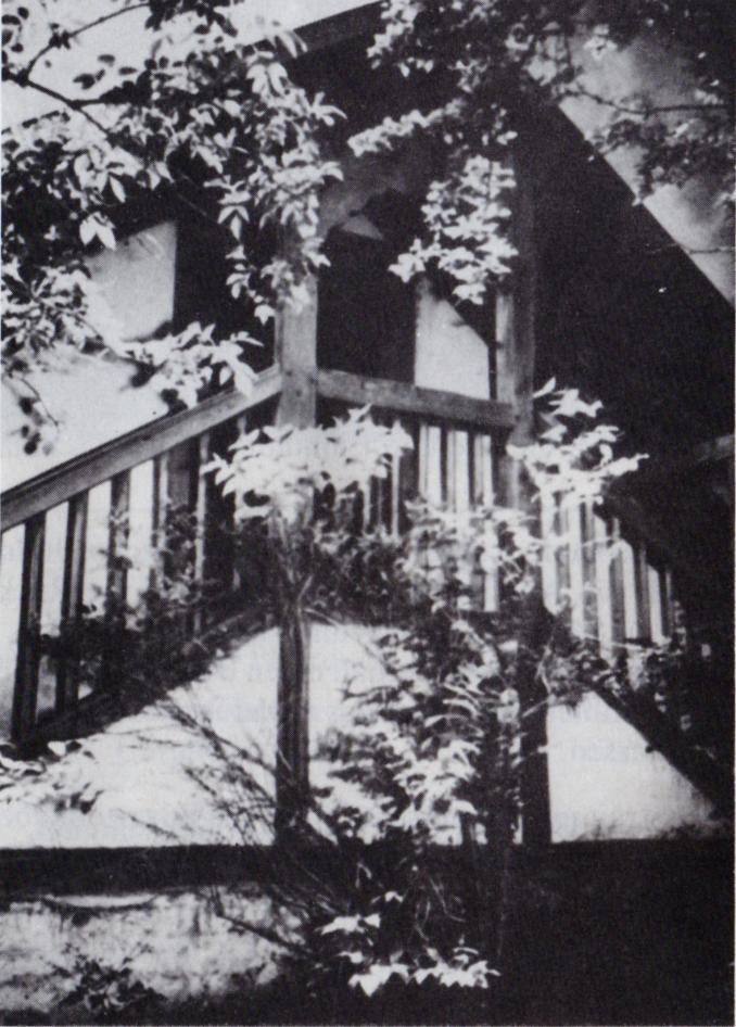 Geschichte der Sankt Georgskirche Waltershausen - Altes schwarz-weiß Foto des überdachten Kirchenaufgangs zu den Emporen