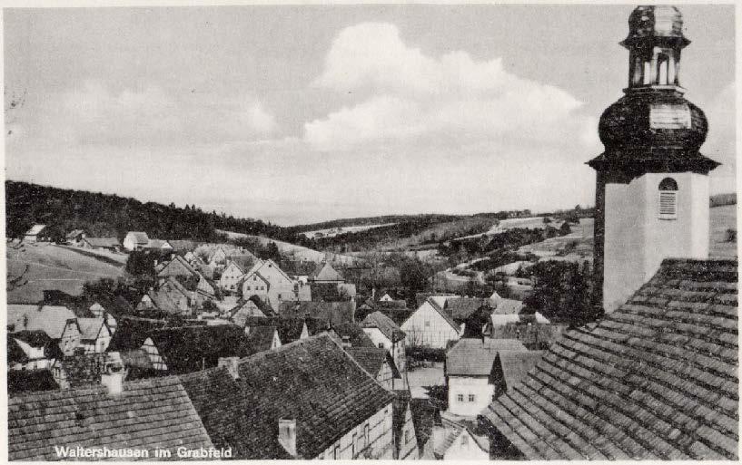 Historisches der St Georgskirche Waltershausen - Alte schwarz-weiß Postkarte mit der St. Georgskirche und den Dächern der Stadt Waltershausen im Grabfeld