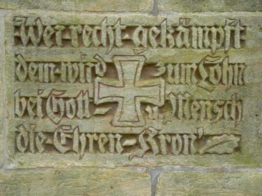 Eberhard und Gunter Wüstling - Ehrenmal in Stein gemeiselter Spruch