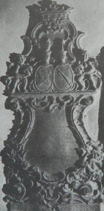 Geschichte der Sankt Georgskirche Waltershausen - Rokokoepitaph mit reichem Muschelwerk, Grabmal von Charlotta Catarina M. v. O.
