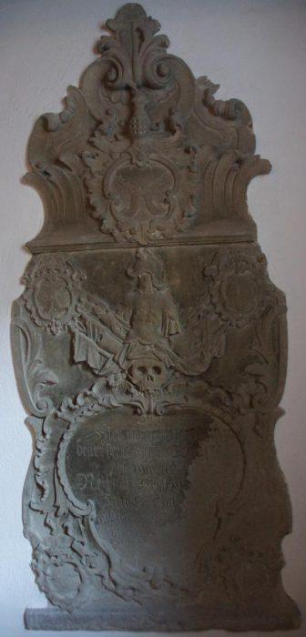 Evangelische Kirche Waltershausen - Steinernes Grabmal von Karl Christoph M. v. O.