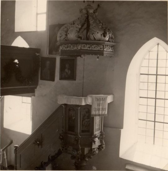 Waltershausen Saal an der Saale - scharz-weiß Foto mit Gemälden an der Südmauer